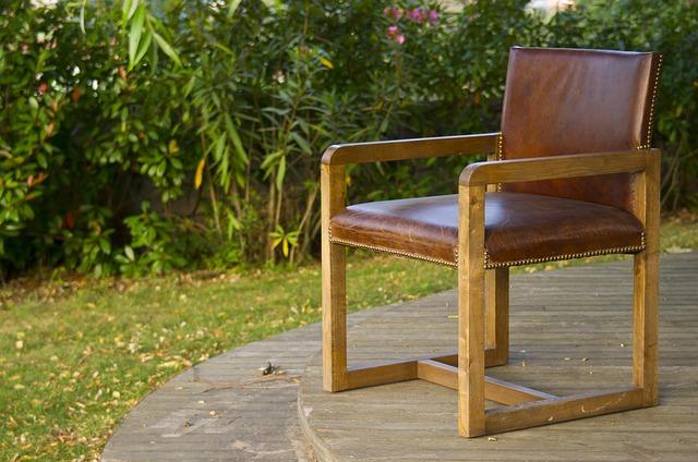jak pielęgnować fotele skórzane?