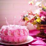 Urodzinowy stół – proste sposoby na niebanalne dekoracje