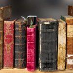 Siedem pomysłów na ułożenie książek na półkach
