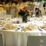 Jak wykorzystać mech chrobotek w dekoracji przyjęcia weselnego?