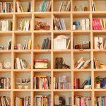 Regały sosnowe idealne do domowej biblioteki